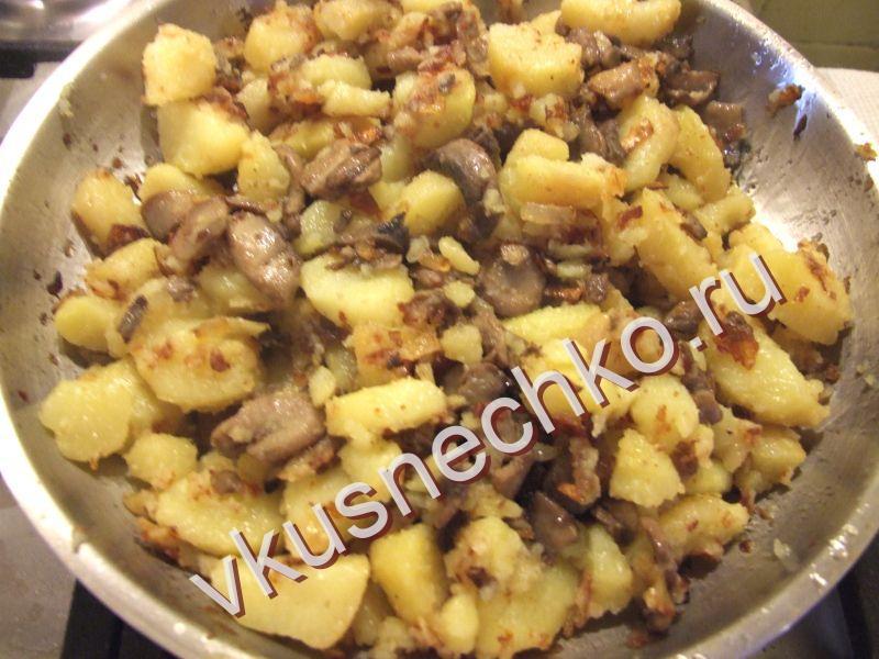 Жареная картошка с грибами с пошагово